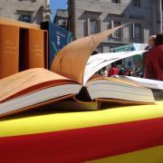 La del 2011 és una diada de Sant Jordi atípica pel festiu i la inestabilitat meteorològica