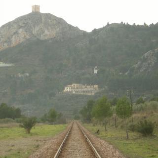 El Castell abans d'arribar al poble desde el tren
