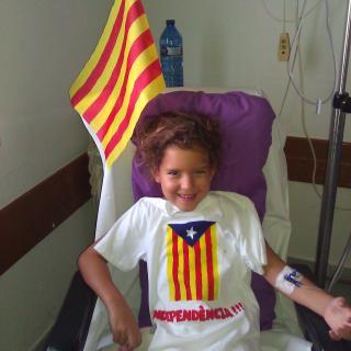 Una Diada Inesperada. L'Alba celebrant la Diada 15 hores desprès d'haver estat operada d'apendicitis.