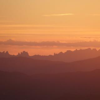 Posta del sol al costat de Montserrat avui des de Coll Formic