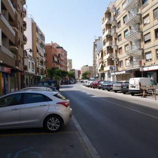 Vista general de l'avinguda del País Valencia d'Alaquàs des d'un dels seues extrems.