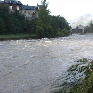 El riu Noguera Pallaresa aquest dimecres al matí, a Esterri d'Àneu