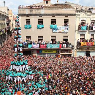 El 3de10 amb folre i manilles de Vilafranca quan la canalla començava a baixar