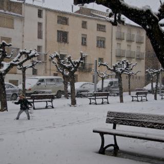 Plaça Catalunya d'Arnes a les 11 del matí