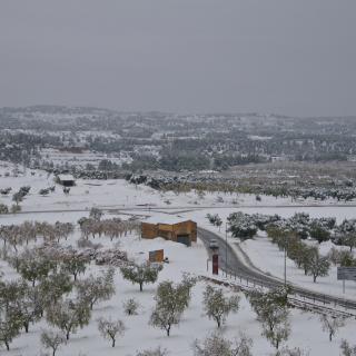 La Carretera d'Arnes a Horta de Sant Joan al migdia.