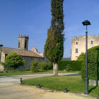 Església de Sant Joan Baptista d'estil Barroc, del període Segle XVIII., situada al costat del castell de Claramunt,
