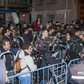Uns 300 periodistes de més de 90 mitjans de comunicació esperen l'arribada de la infanta als jutjats de Palma