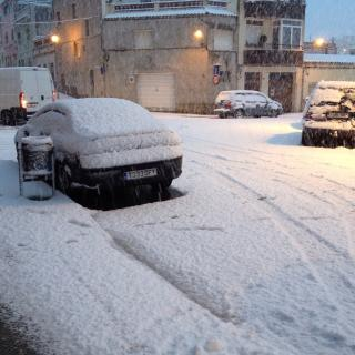 La neu acumula un gruix important a Sant Sadurní d'Anoia