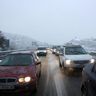 Cotxes atrapats a primera hora del matí per la nevada a la C-15, entre Vilanova i la Geltrú i Vilafranca del Penedès, a l'altura d'Olèrdola La neu col·lapsa l'autovia C-15 entre Vilanova i la Geltrú i Vilafranca del Penedès