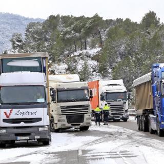 Camions aturats a l'autovia A2, a el Bruc