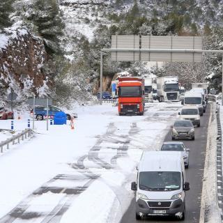 Col·lapse de cotxes i camions a l'autovia A2, al Bruc