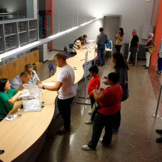 Ambient a un col.legi electoral a Tàrrega
