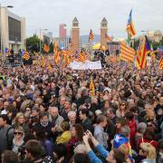Manifestació en defensa de les institucions catalanes