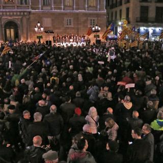 Concentració de suport a Carme Forcadell a la plaça Sant Jaume de Barcelona convocada per Òmnium, AMI i l'ANC
