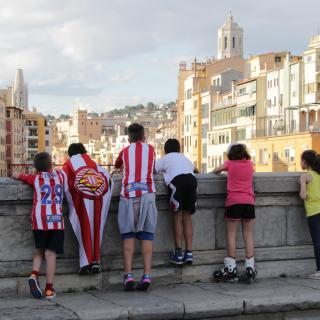 Nens seguidors del Girona F.C. interessats, també, per altres qüestions