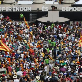 Milers de persones s'han aplegat aquest diumenge a Montjuïc per expressar el seu suport al referèndum