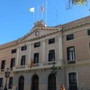 Ajuntament de Sabadell, sense les banderes espanyola i europea
