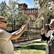 David Minoves grava el premiNobel de la pau,AhmedGalai,que participa en el vídeo de la campanya votaxmi a la Fira d'Entitats