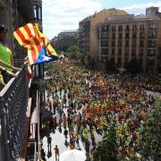 Manifestants omplen de banda als carrers
