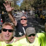 Membres de Moltes Mercès, al fons l'empresari terrassenc Jordi Roset