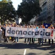 Mobilitzacions davant la seu d'Economia pels escorcolls de la Guàrdia Civil