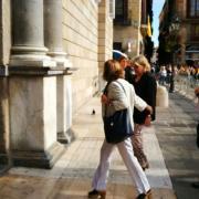 La consellera de Governació, Meritxell Borràs, entra al Palau de la Generalitat entre aplaudiments
