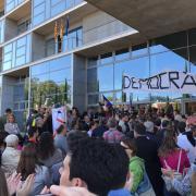 Concentració ciutadana davant el Palau de Justícia de Girona
