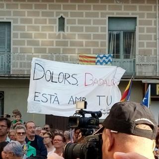 Pancarta de suport a l'alcaldessa de Badalona que s'ha posicionat a favor de la independència de Catalunya