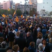 Plaça Constitució de Girona, ara mateix a cinc minuts per a les 20.00