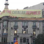 Girona, pancarta gegant a la plaça de la Constitució