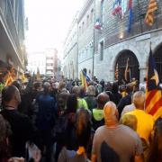 Manifestació davant l'Ajuntament de Perpinyà