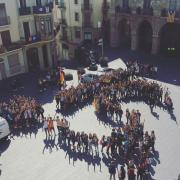21/09/2017 Manifestació organitzada pels alumnes del Institut Lluís de Peguera, en suport a Barcelona. A la plaça Major, davant del ajuntament hem fet un SI amb persones. Foto: Arnau Closes (Estudiants de Manresa)