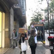 Gent que vol votar camí de la concentració davant del TSJC