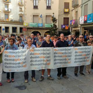 Tàrrega concentració 17-O i lectura de manifest per demanar llibertat de Jordi Sànchez i Jordi Cuixart