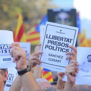 Cartells que demanen la llibertat de Jordi Cuixart i Jordi Sánchez