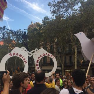 Un moment de la manifestació d'avui 21 d'octubre, en el tram entre Passeig de Gràcia i el carrer Mallorca