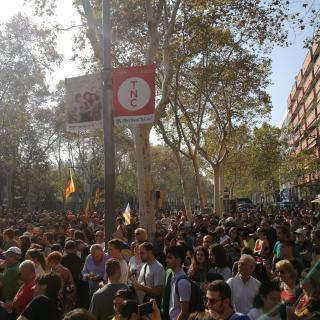 Els voltants del Parlament s'omple de gent per donar suport al Parlament