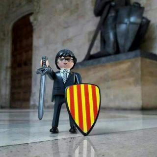 El President Puigdemont en format click, defensor de Catalunya