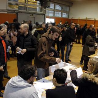 Ple absolut en un col·legi electoral de Barcelona, a primera hora del matí