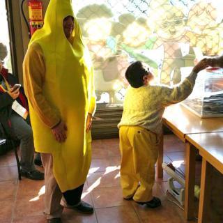 Extravagant votant a les eleccions del 21D al Parlament de Catalunya, a la població de Dosrius.