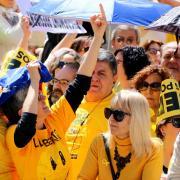 Els assistents han seguit les recomanacions dels organitzadors i han portat alguna peça de vestir de color groc