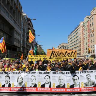 A la capçalera els protagonistes, les fotografies dels nou polítics i dirigents d'entitats independentistes que són a la presó