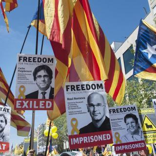 Clam multitudinari a Barcelona per la llibertat dels presos i els
