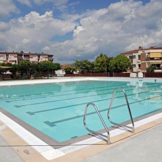 La nova piscina a Bescanó