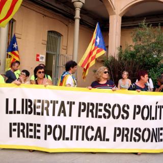 Una de les pancartes desplegades pels CDR's al pati de la presó Model de Barcelona