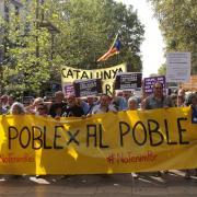 Unes 500 persones marxen per la Rambla de Barcelona en rigorós silenci convocats pels CDRs
