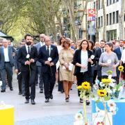 Ofrena floral al mosaic Miró de la Rambla de Barcelona