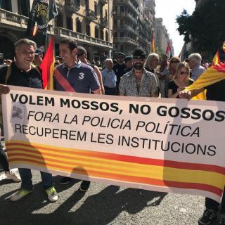 La marxa convocada pel sindicat policial Jusapol han reunit unes 1.800 persones al centre de Barcelona