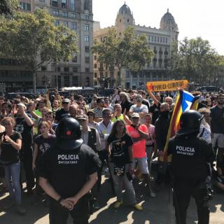 La marxa de policies de Jusapol reuneix 1.800 persones i la contramanifestació independentista n'aplega 6.000