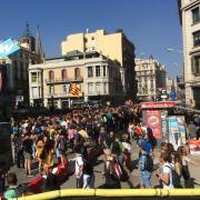 Unionistes i independentistes en el centre de Barcelona